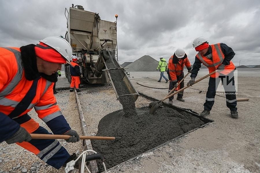 В Татарстане ремонтируют дороги с помощью мобильной установки Zimmerman
