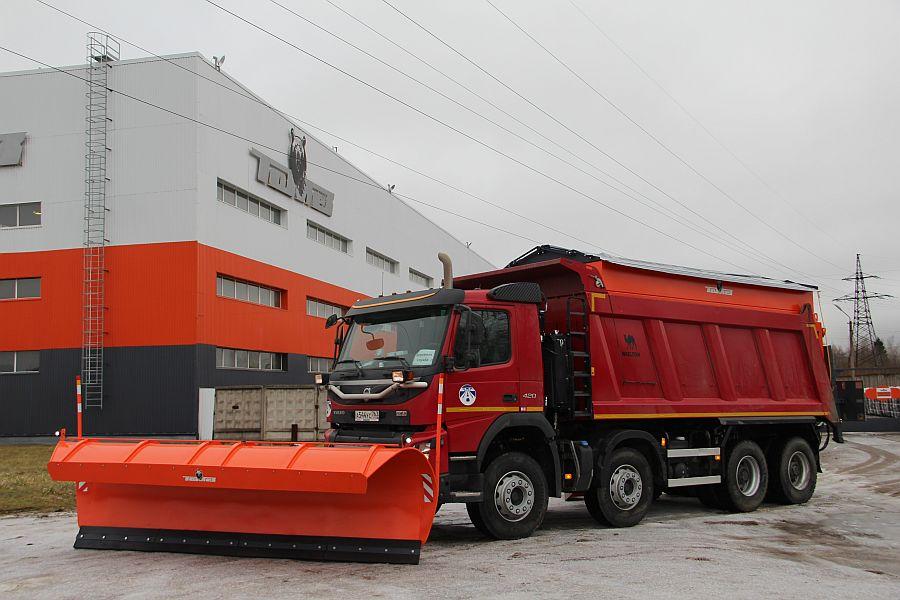 Дорожно-уборочная машина на базе шасси Вольво